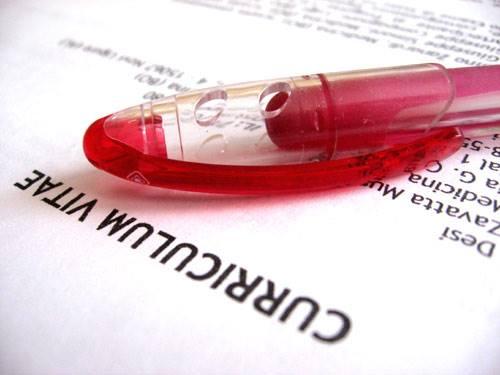 bolígrafo y currículum