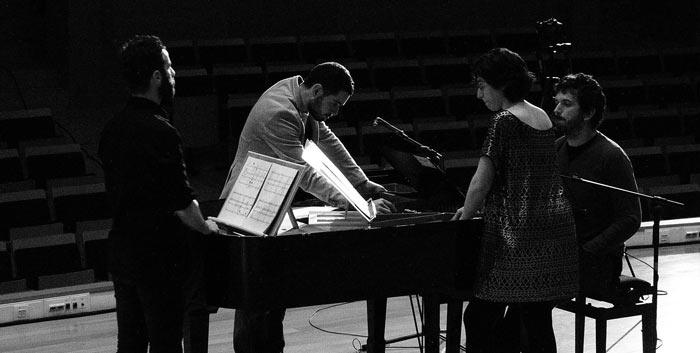 cuarteto de pianos alter face en una grabación
