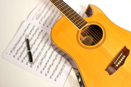 guitarra y partitura
