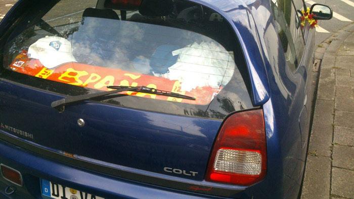 bandera-de-espana-en-coche-aleman