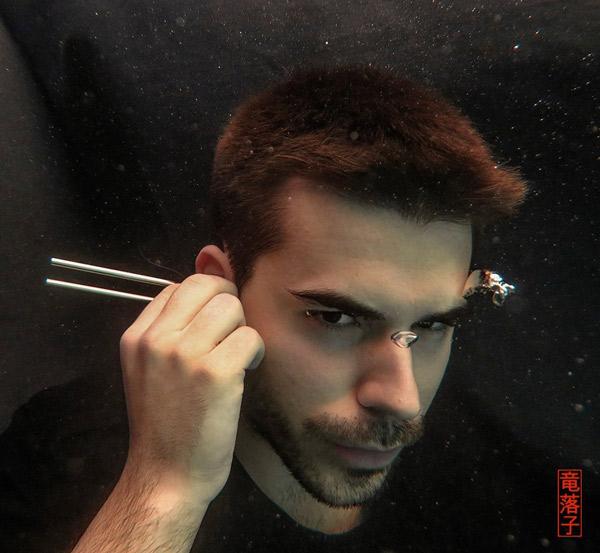 Óscar Escudero debajo del agua.